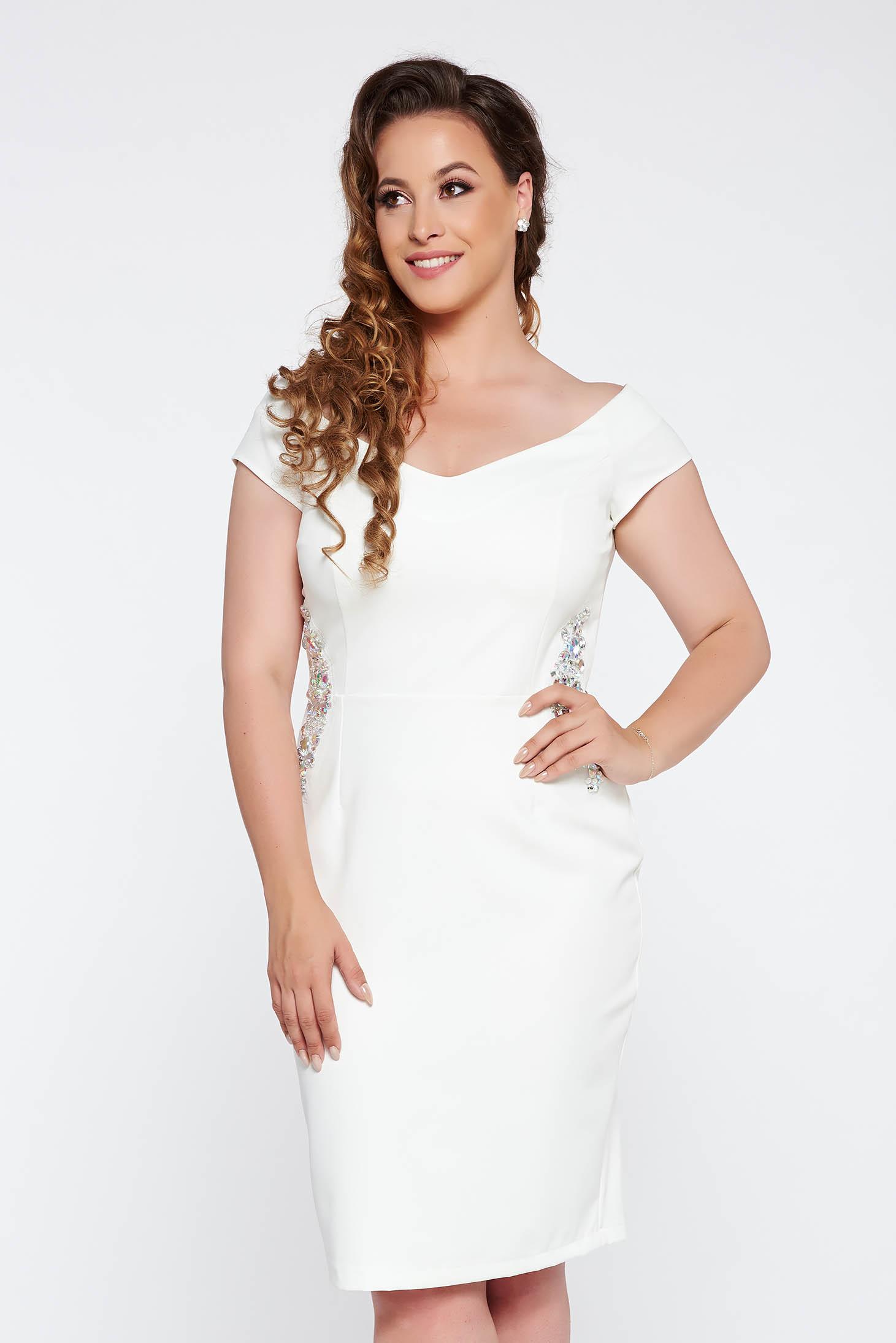 Fehér StarShinerS ceruza ruha enyhén rugalmas anyag belső béléssel strassz köves díszítés
