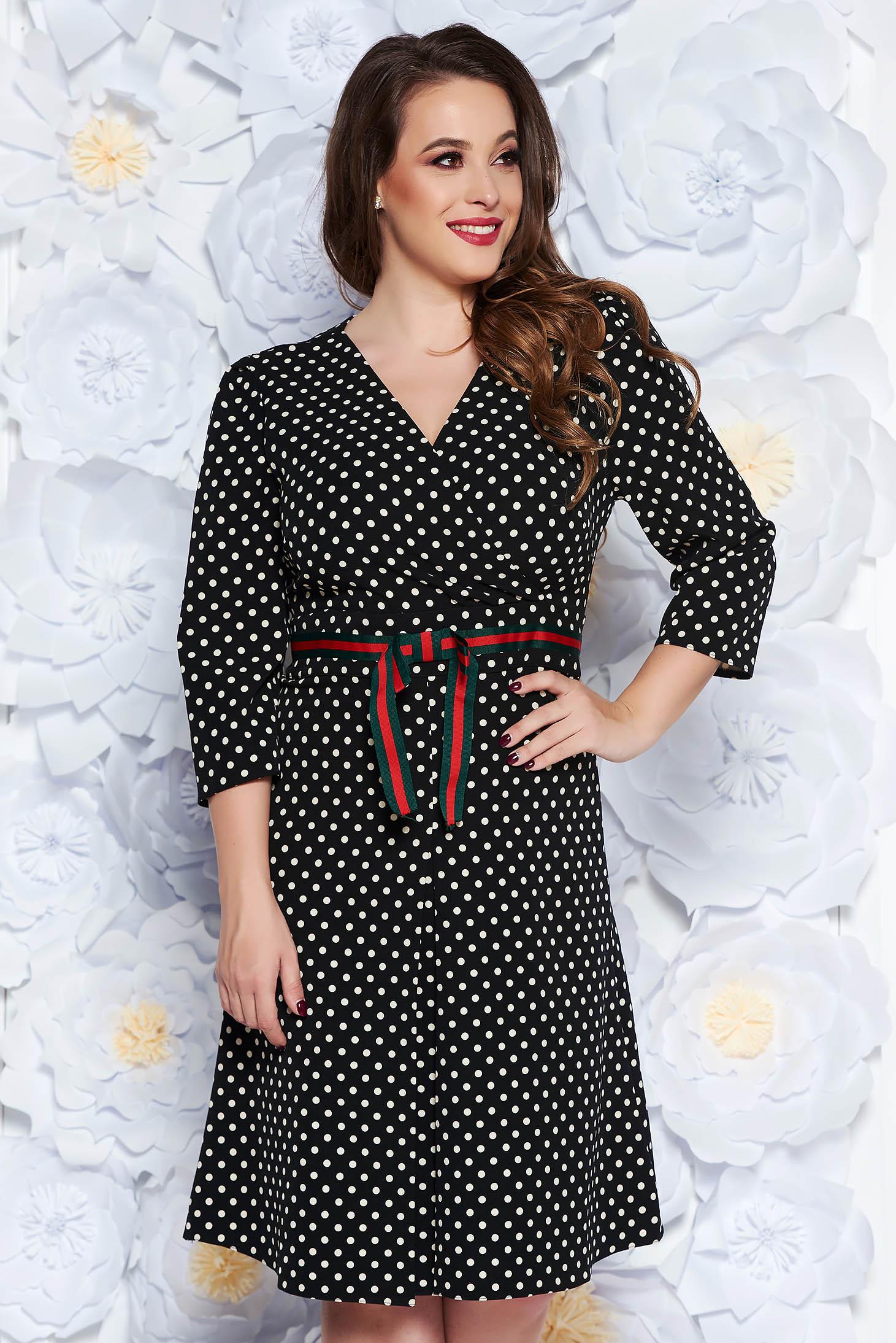 Rochie neagra eleganta in clos material fin la atingere cu buline cu decolteu in v