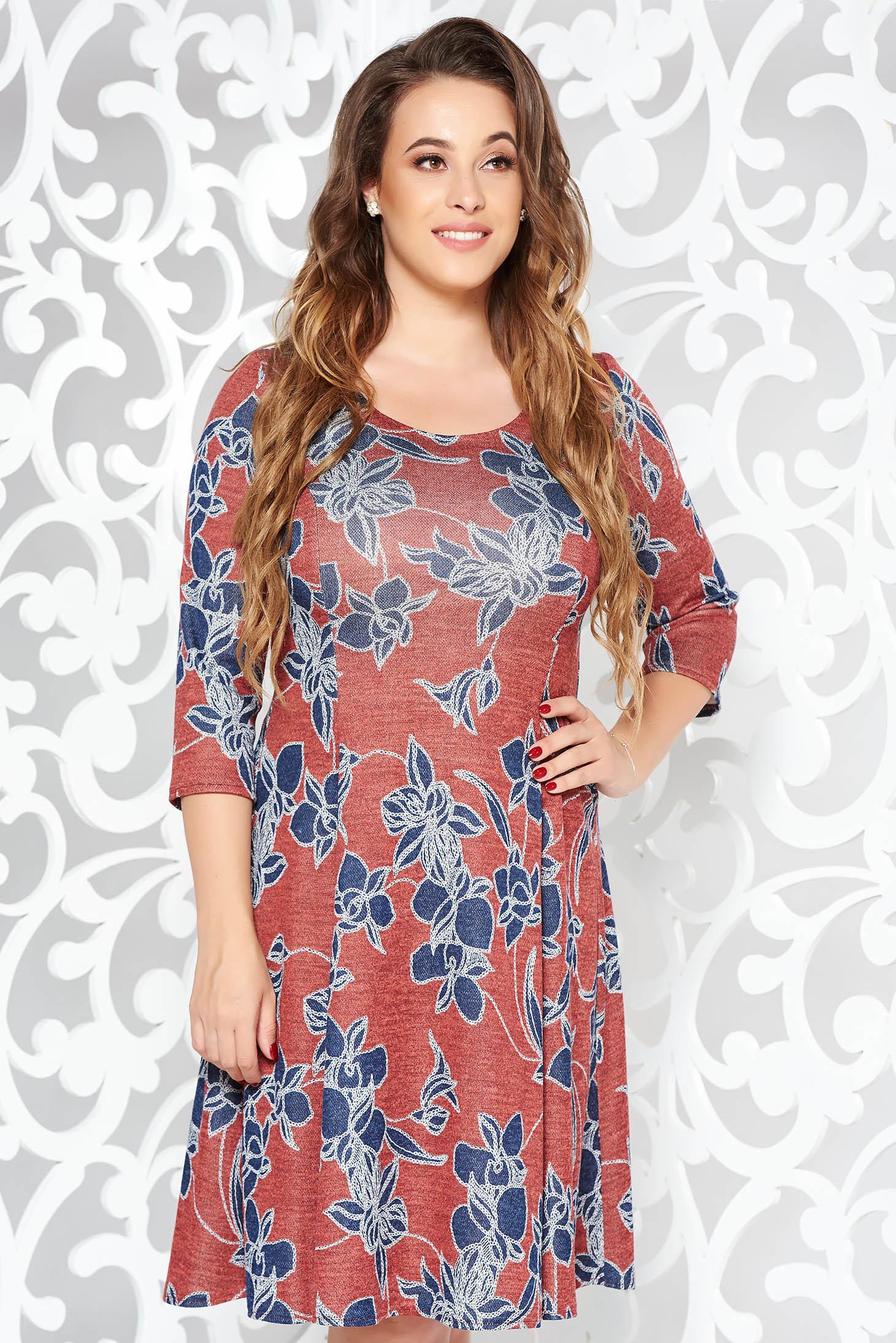Rochie rosie de zi midi in clos din material moale tricotata cu print