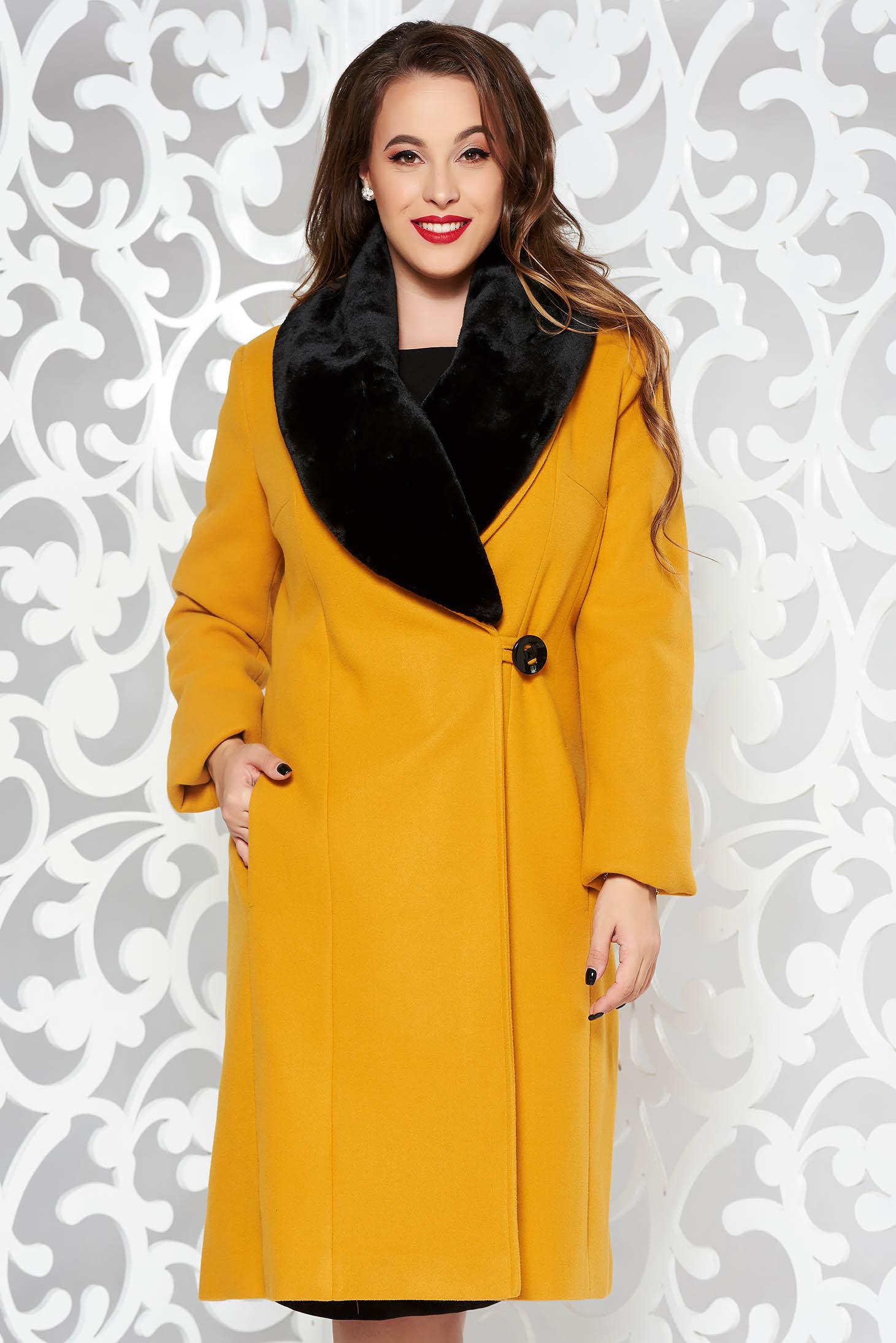 Mustársárga elegáns karcsusított szabású nagykabát gyapjúból szőrme gallérral és béléssel