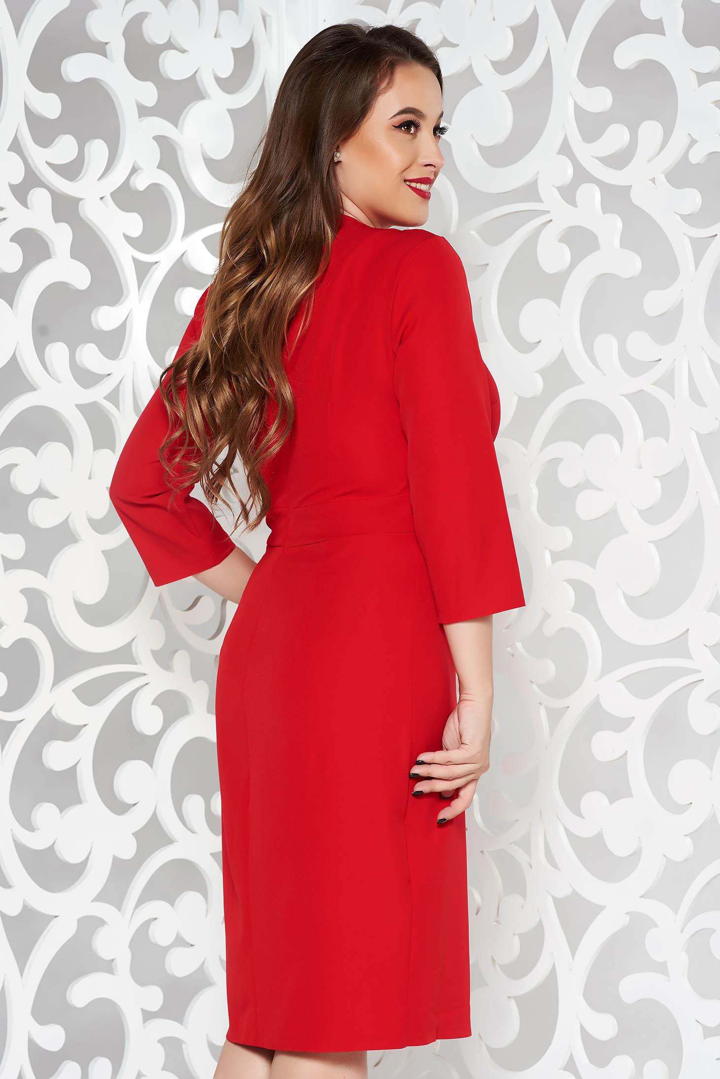 Rochie rosie eleganta tip creion din stofa subtire usor elastica accesorizata cu cordon