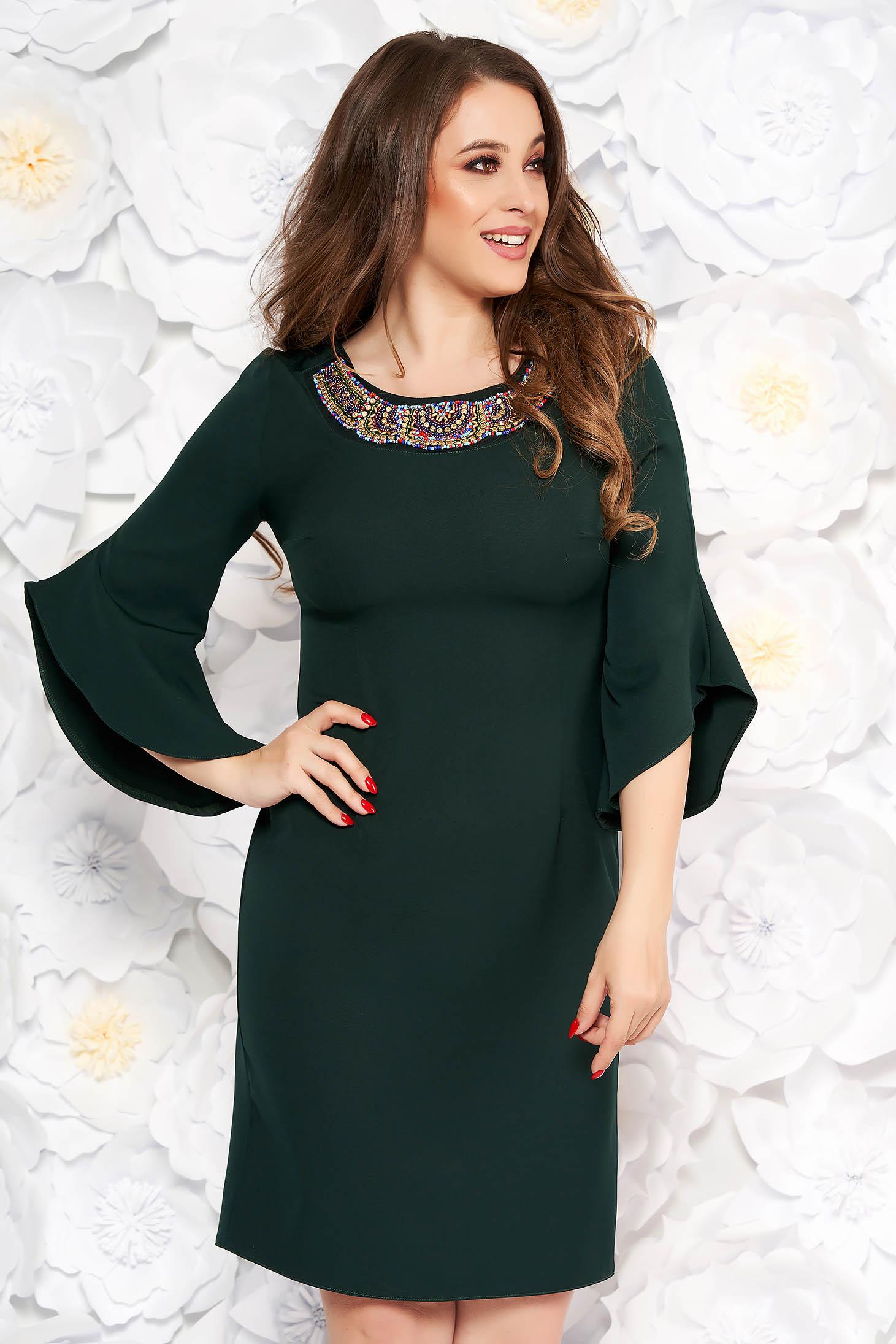 Rochie verde-inchis eleganta tip creion din stofa subtire usor elastica cu maneci trei-sferturi cu aplicatii cu margele