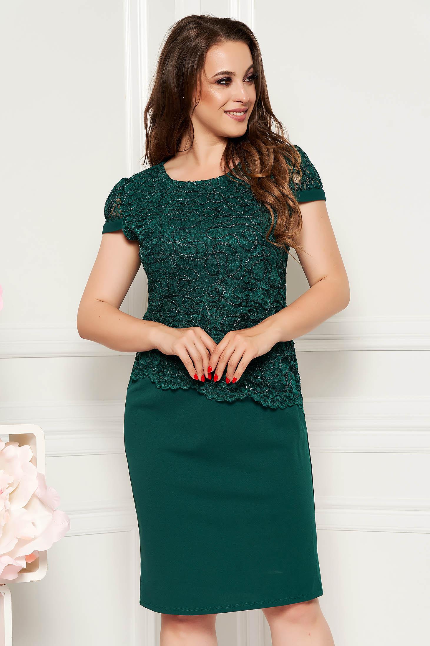 Rochie verde-inchis midi eleganta cu un croi drept din material subtire cu maneca scurta si suprapunere cu dantela