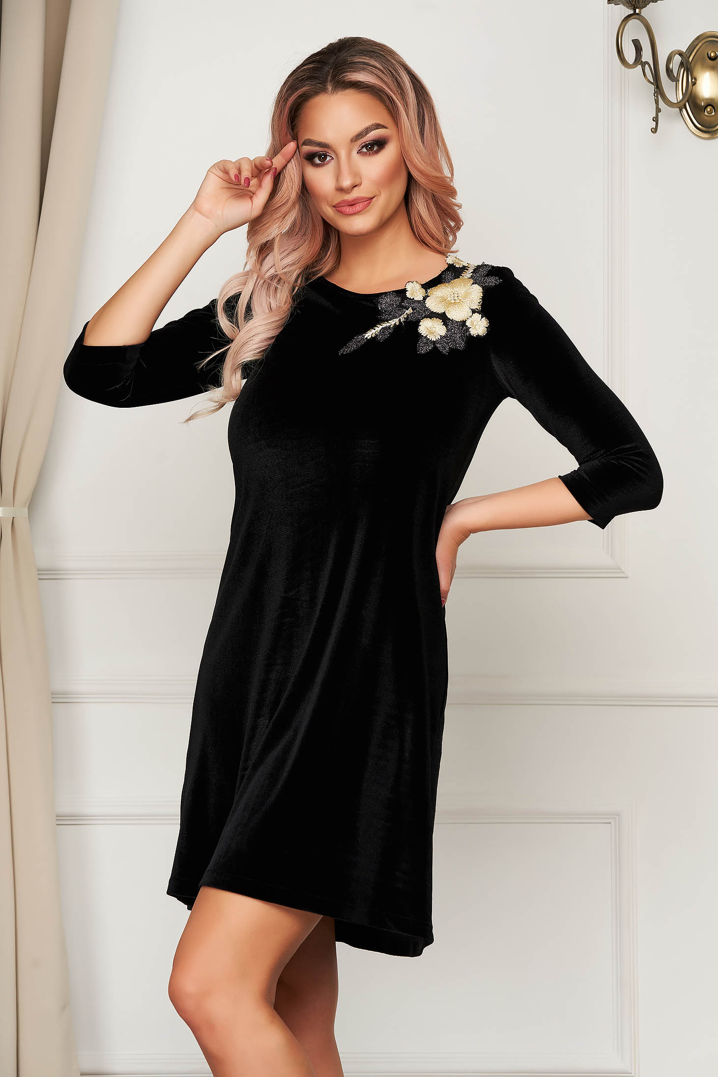 Black short cut dress StarShinerS elegant velvet with embroidery details