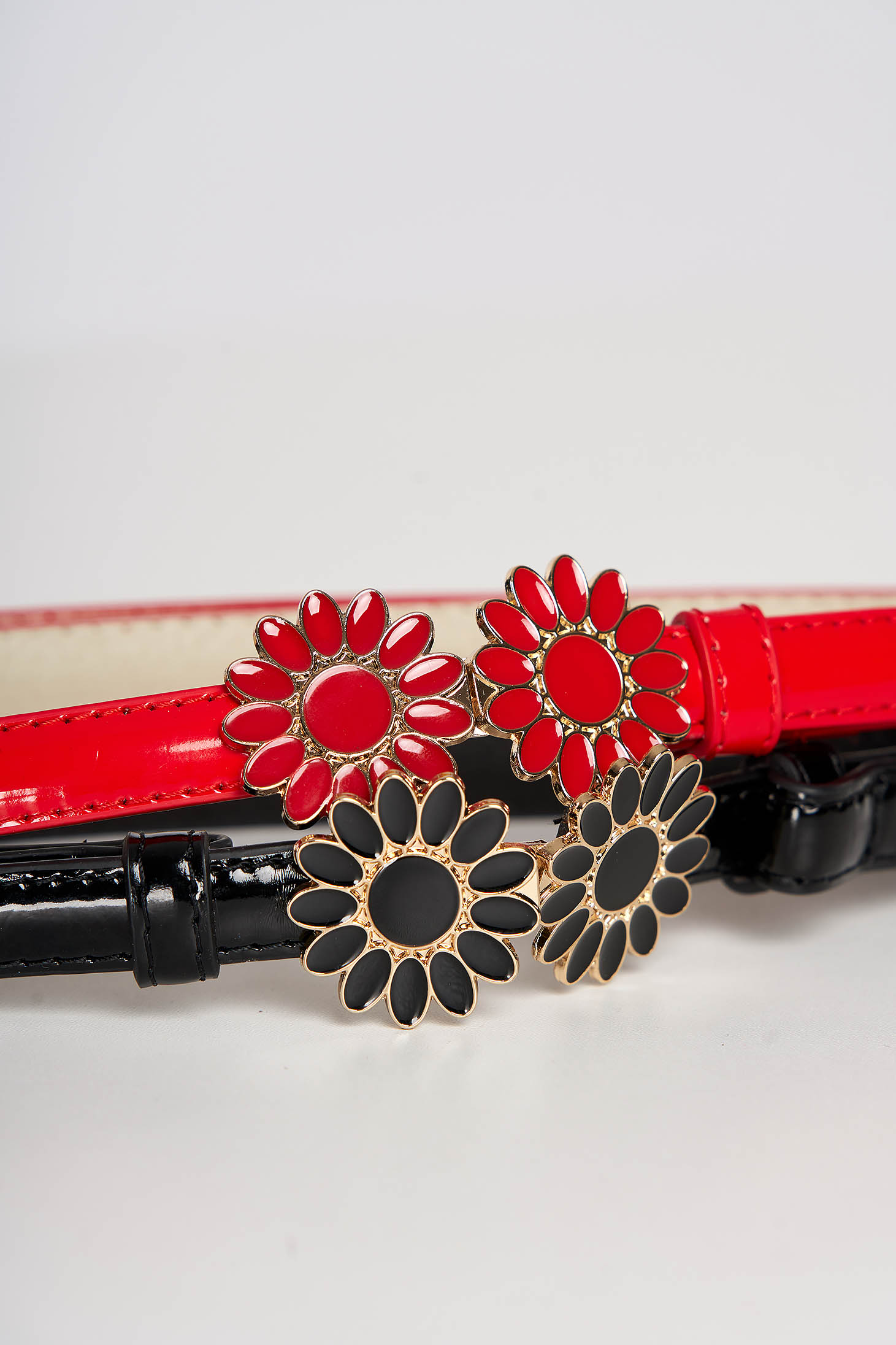 Set StarShinerS from ecological varnished leather red flower shaped accessory