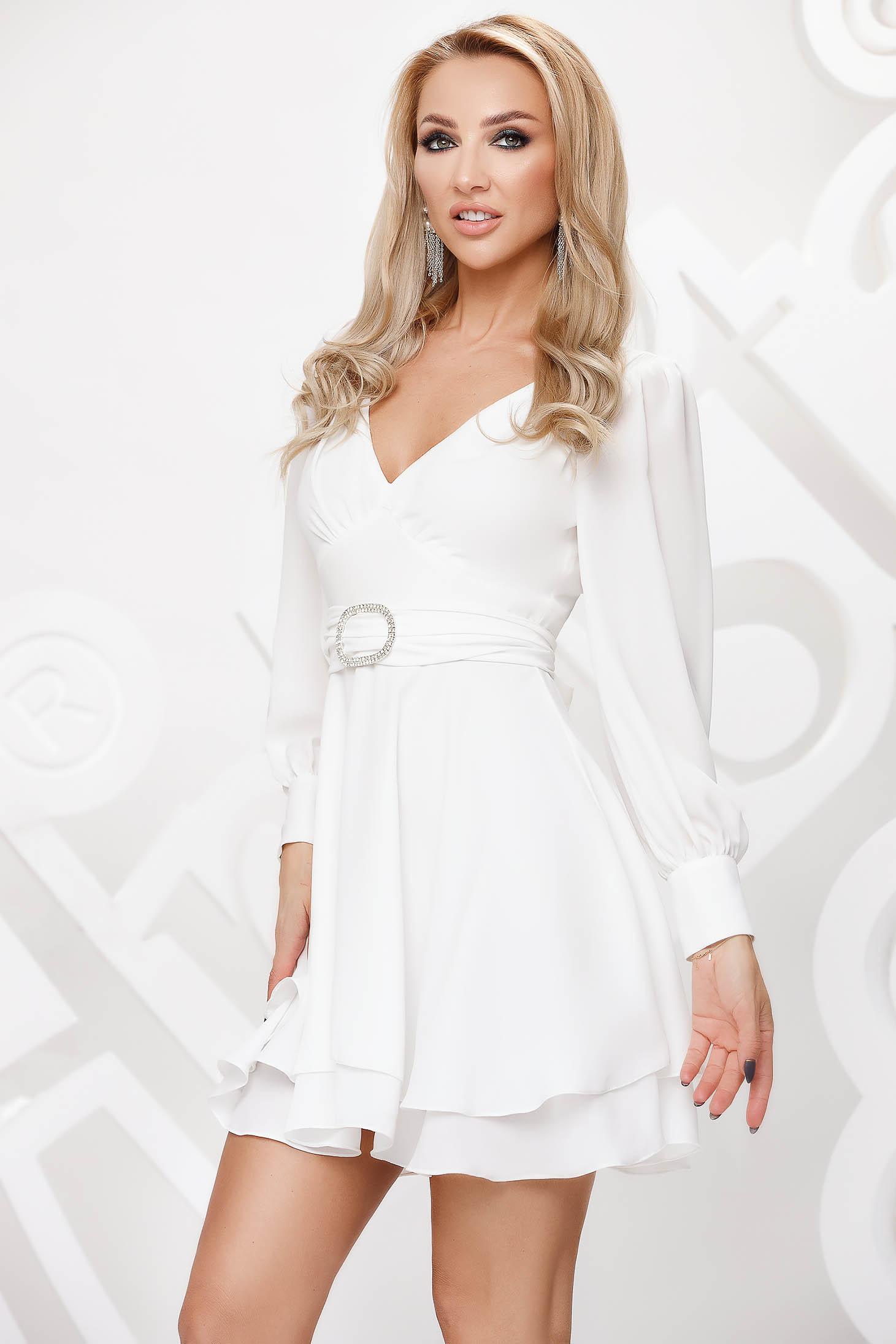 Fehér elegáns muszlin harang ruha strasszos kiegészítővel ellátva